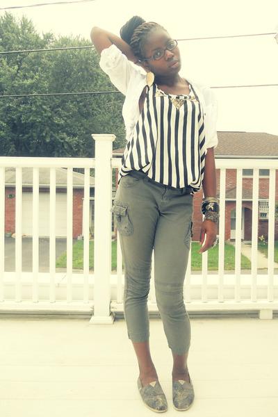 09c9602e48 black H&M top - dark khaki TOMS shoes - white button down Agaci shirt