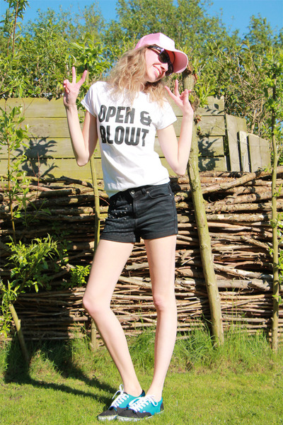 Vice t-shirt - Hilary Duff hat - we shorts - Sun-watch sunglasses