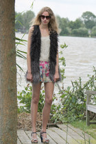 dark gray SuperTrash coat - hot pink Sugarlips shorts