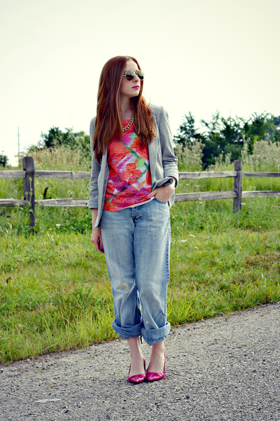 gray blazer - boyfriends jeans - multicolor t-shirt