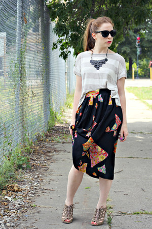 necklace - t-shirt - skirt