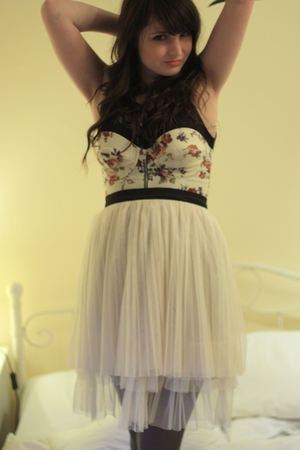black thrifted top - beige Topshop bra - beige Heaven & Earth skirt - gray falke