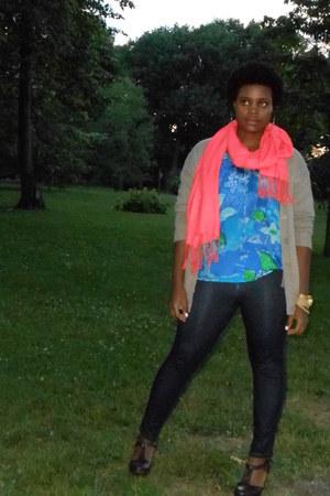 salmon Jule scarf - tan sweater - leggings - Forever 21 heels