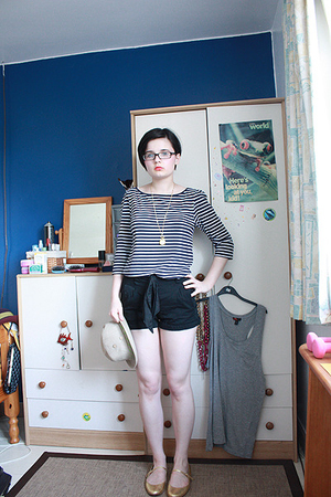 H&M shirt - H&M shorts - Miss Selfridge shoes - Billito hat