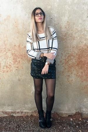 248ce83c black black JustFab boots - cream plaid Rosegal sweater