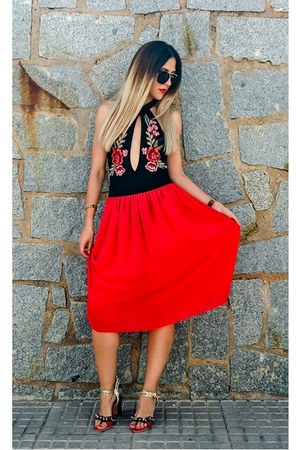 red red Yoins skirt - black embroidered NastyDress bodysuit