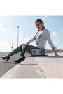 Heather-gray-ripped-sheinside-jeans-white-butterflies-springfield-shirt