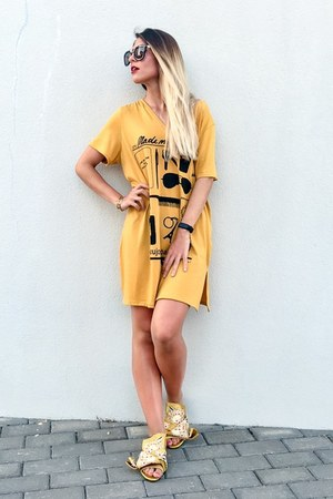 mustard dress 21 botones dress - yellow embroidered Jessica Buurman sandals