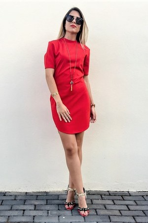 red red Lookbook Store dress - red rock Jessica Buurman sandals