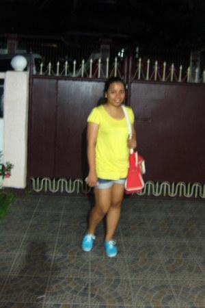 navy denim shorts Guess shorts - yellow Forever 21 shirt - red Thrift Store bag