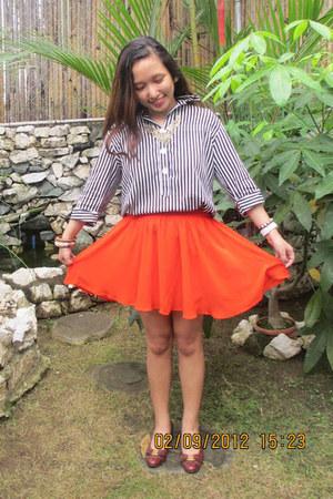 carrot orange Forever 21 skirt - brick red vintage Salvatore Ferragamo flats