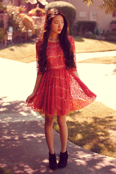 red lace Lulus dress