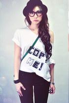 green bag - black jeans - white shirt