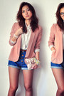 Peach-blazer-off-white-shirt-navy-shorts-dark-gray-shoes