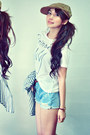 Camel-hat-heather-gray-shirt-light-blue-shorts-ivory-t-shirt