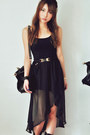 Black-skirt-gold-belt