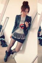 heather gray t-shirt - black fringe shirt - red shirt