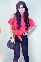 red shirt - navy jeans - dark brown heels