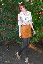 beige vintage Wiggle Worm shirt - tawny leather thrifted vintage shirt - dark gr