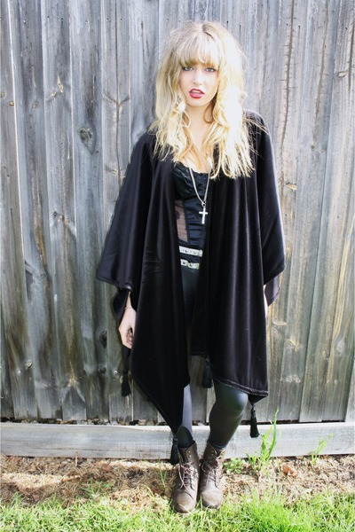 black Vintage velvet cape jacket - brown Wittner shorts