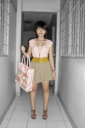 manga-printed bag - yellow belt - pink Guess blouse - khaki skirt