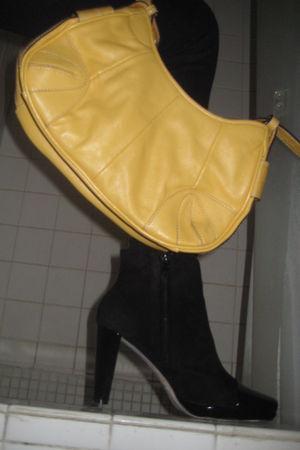 gold liz claiborne purse - black Arturo Chiang boots