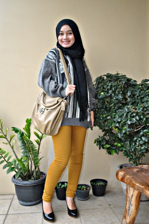 black scarf - grey sweater - palomino bag - black plaire heels - Zara pants