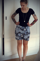 American Apparel t-shirt - H&M skirt - tiffany&co necklace