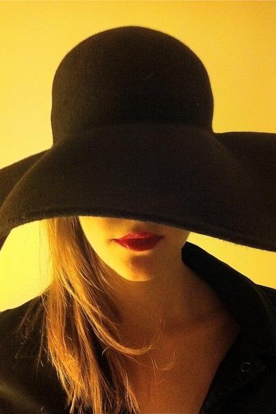 next hat
