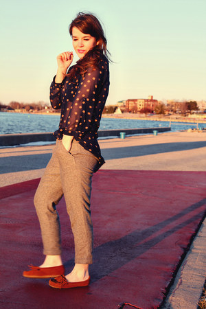 navy modcloth top - heather gray Juicy Couture pants - tawny Minnetonka loafers