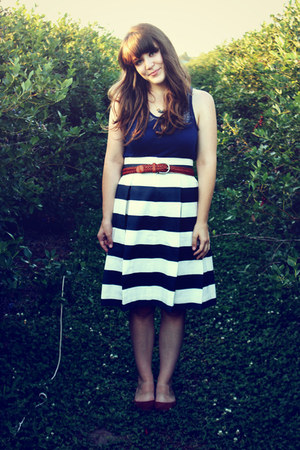 navy Corilynn skirt - tawny Urban Outfitters flats - navy Forever 21 top