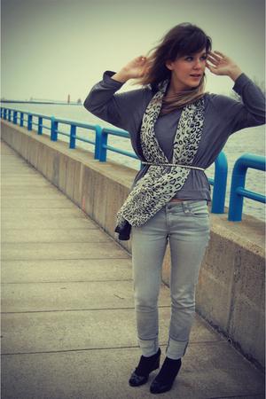 gray Forever 21 shirt - gray Forever 21 jeans - black Ralph Lauren shoes - gray