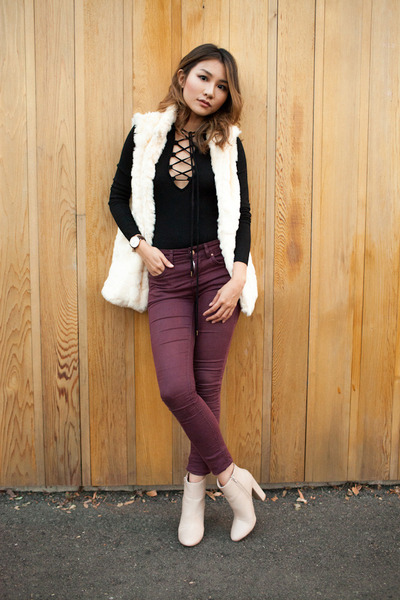 eggshell 2020AVE boots - crimson Topshop jeans - off white 2020AVE vest