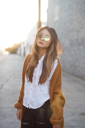 white brandy melville top - turquoise blue Esqape sunglasses