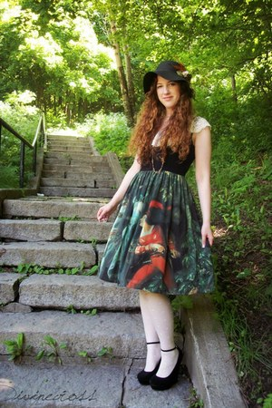 dark green chiffon lolita Juliette et justine dress - black expression hat