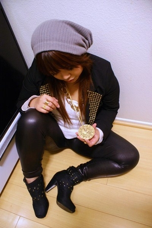 black blazer - leggings - gold accessories