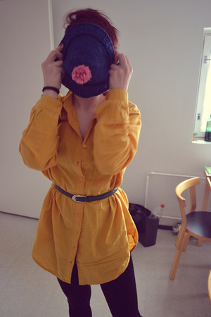mustard Cubus shirt - navy DIY hat - black GINA TRICOT leggings