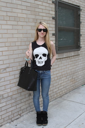 black H&amp;M t-shirt - sky blue BDG jeans - black Zara bag