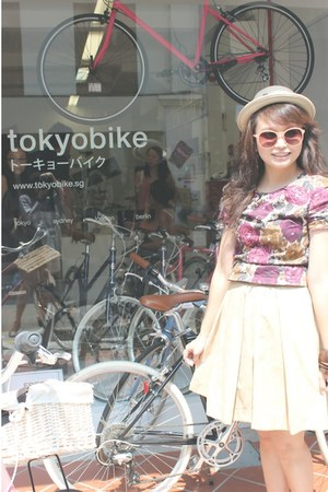 beige Berrybenka hat - crimson floral Hypnosis shirt - salmon MAN sunglasses