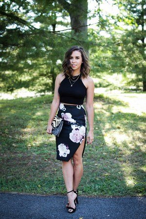 navy floral skirt keepsake skirt - black crop top Urban Outfitters top