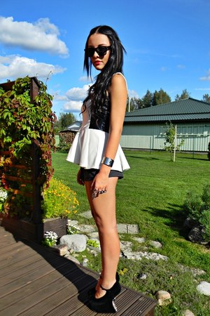 white cute FashAddict blouse - black chic Self Made shorts
