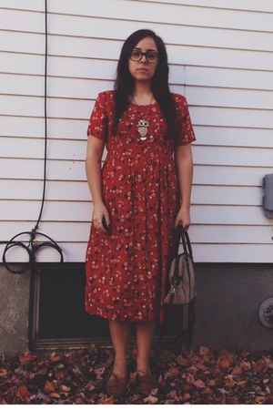 brown Minnetonka shoes - brick red vintage dress - tan vintage purse