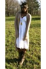 Dark-brown-leather-steve-madden-boots-white-cottonflowy-fashion-bug-dress