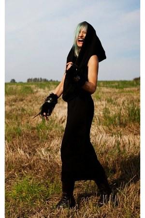 black babette versus dress