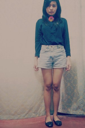 navy top - black shoes - periwinkle shorts