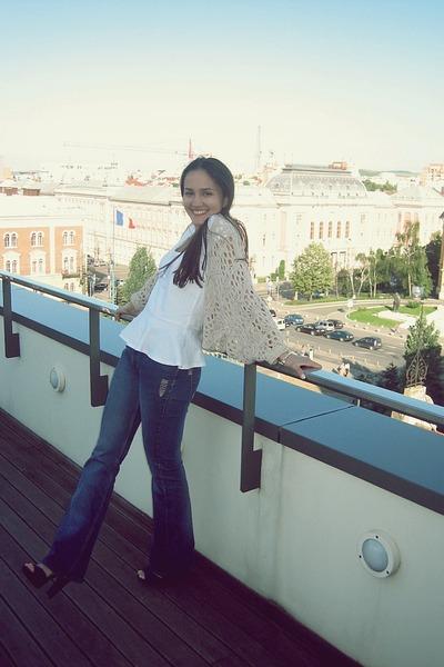 Zara t-shirt - bootcut no brand jeans - Stradivarius heels - Bershka cardigan