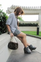 heather gray shirt - army green shorts - heather gray boots - dark brown purse