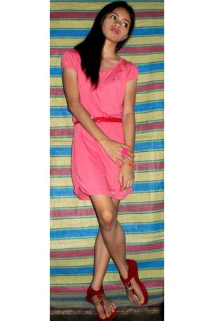 red braid Genevieve belt - hot pink Freeway dress - red chinese sandals