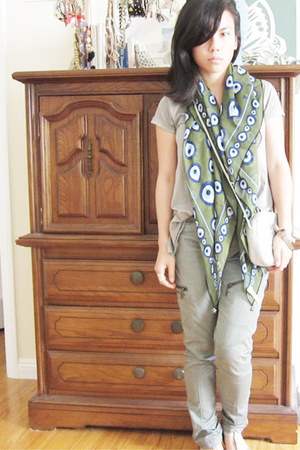 dark green silk eyeballs Otrera scarf - light blue bag