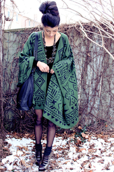 forest green Dolce Vita cape - black American Apparel dress